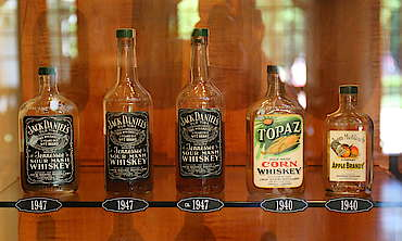 Jack Daniels bottle collection hochgeladen von anonym, 15.06.2015