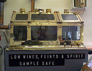 Knockdhu/AnCnoc spirit and sample safe hochgeladen von anonym, 07.04.2015