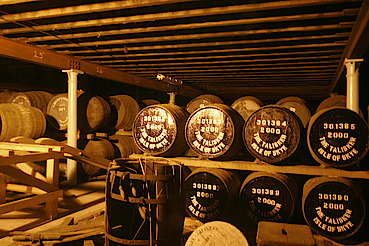 Talisker view inside the warehouse hochgeladen von anonym, 29.04.2015