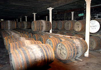 Bowmore view inside the warehouse hochgeladen von anonym, 16.02.2015