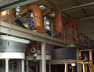 Macallan pot stills in the still house Nr. 2 hochgeladen von anonym, 15.04.2015