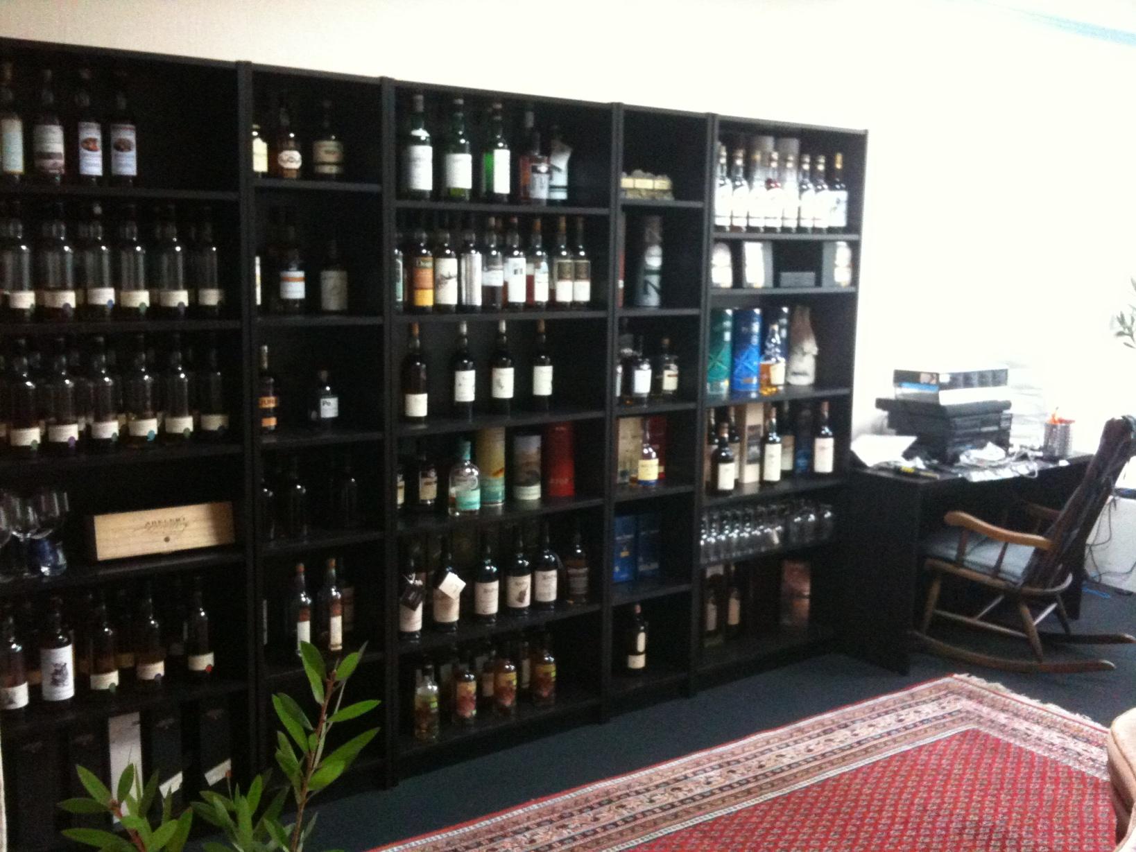 ikea vitrine forum. Black Bedroom Furniture Sets. Home Design Ideas