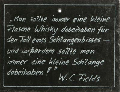 Schiefertafel - 'Man sollte immer eine kleine Flasche Whisky dabeihaben...'