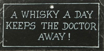 Schiefertafel - 'A whisky a day keeps the doctor away!'