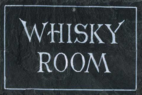 schiefertafel 39 whisky room 39 gro. Black Bedroom Furniture Sets. Home Design Ideas