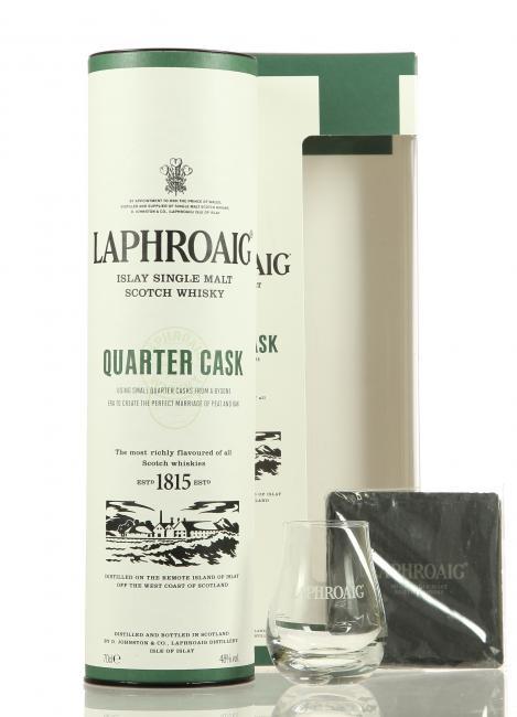 Laphroaig Quarter Cask mit Glas und Untersetzer