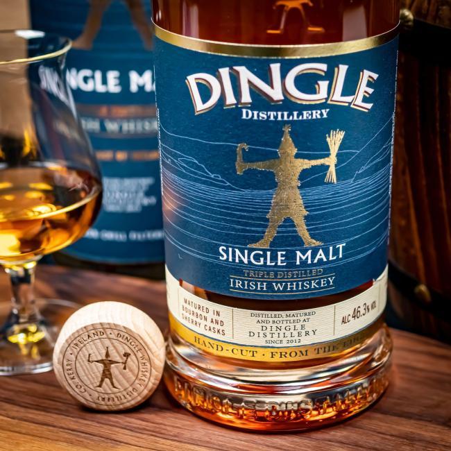 Dingle Single Malt inkl. gratis Untersetzer mit irischen Whiskey-Marken